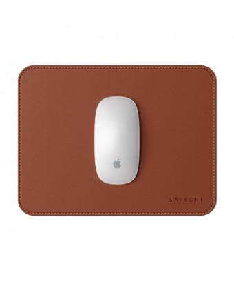 Le tapis de souris Satechi en cuir écologique - marron plus souris vue de haut
